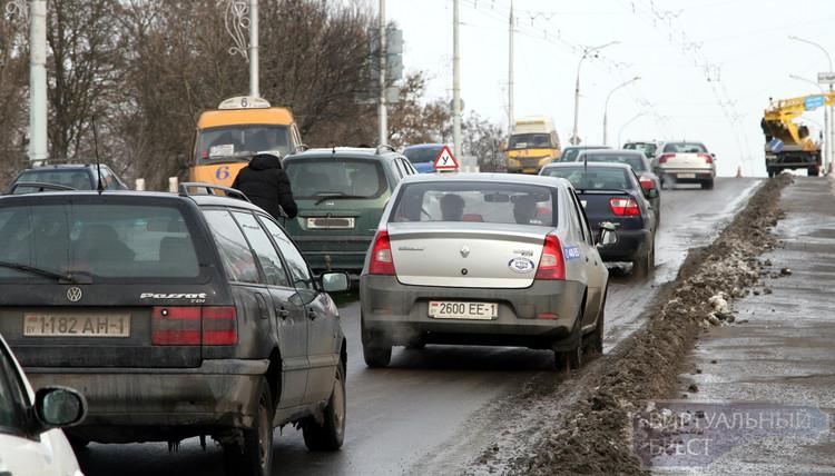 ДТП на Кобринском мосту остановило движение в городе