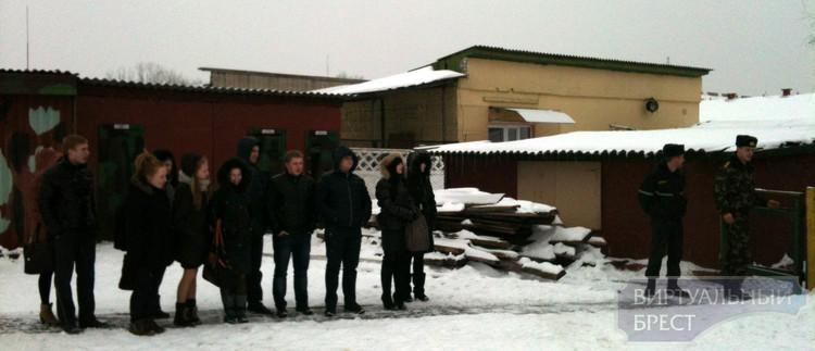 Экскурсию в воинскую часть 5526 организовали для школьников Бреста