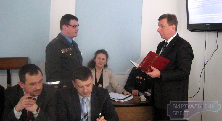 Лучшие участковые инспекторы милиции и дружинники Московского района получили награды