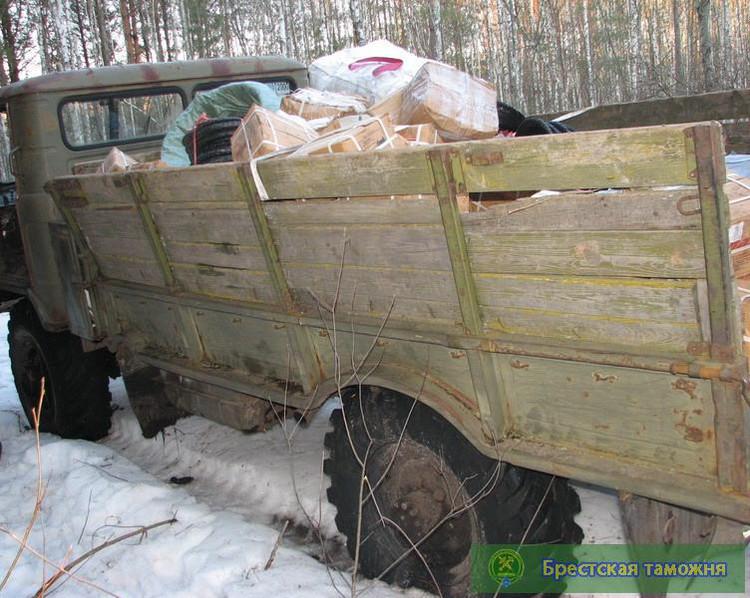 В задержанном автомобиле «Газ-66» нашли более 2 тонн товара на сумму 630 мил. рублей