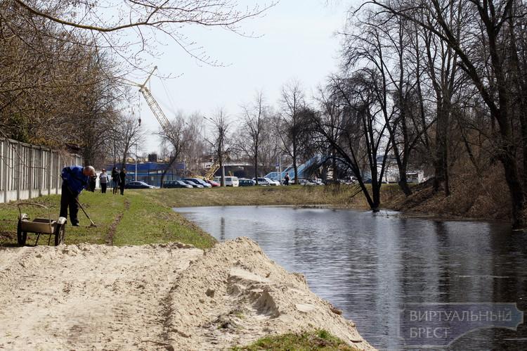 Астапович требует возбудить уголовное дело за повреждение Брестской крепости