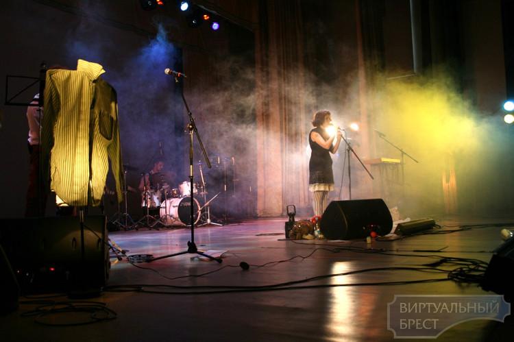 В Бресте состоялся концерт кабаре-бэнд «Серебряная свадьба»