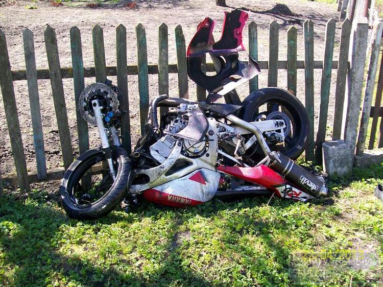 В Пружанах мотоциклист столкнулся с легковушкой