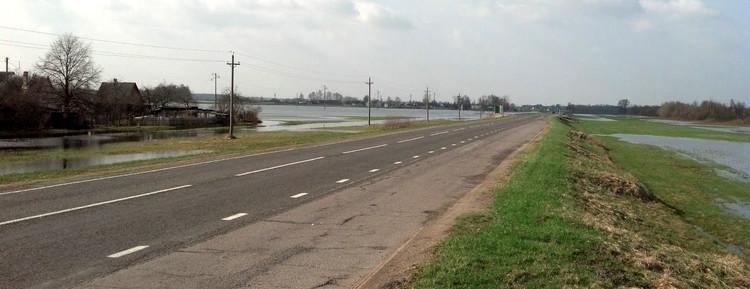 Паводок пока не отпускает из плена жителей д. Прилуки