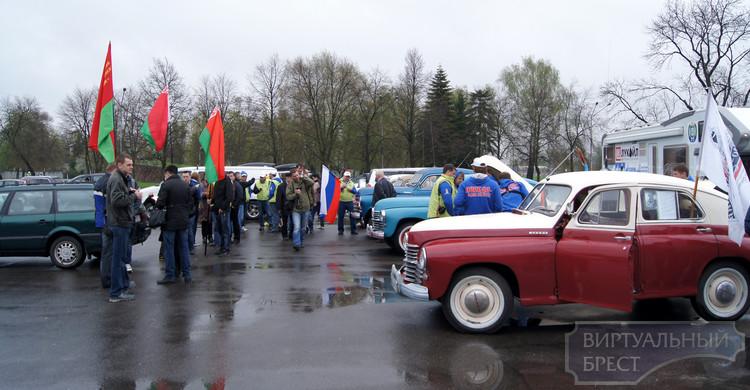 """Раритетные автомобили """"Победа"""" в рамках автопробега """"Победа одна на всех"""" прибыли в Брест"""