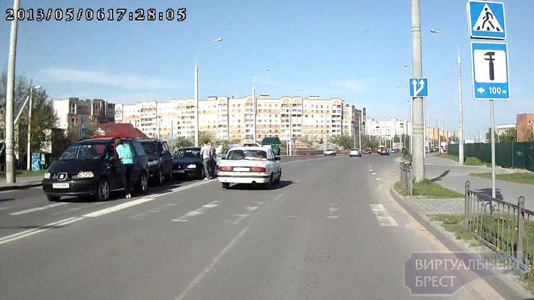 """Классический """"паровозик"""" собрался на ул. Суворова"""