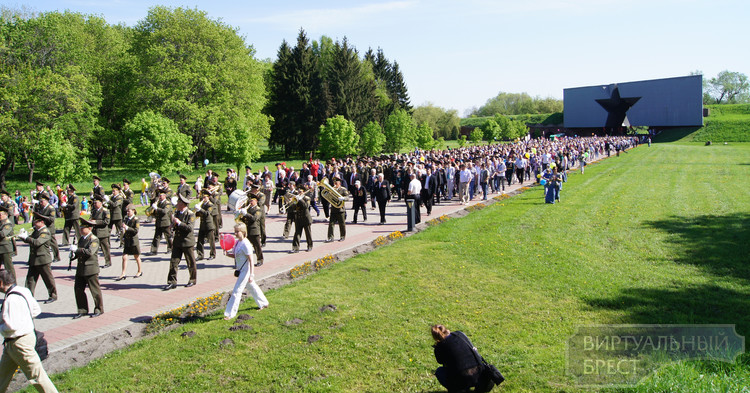 9 мая 2013 года Брестскую крепость-герой посетило более 10 тыс. человек