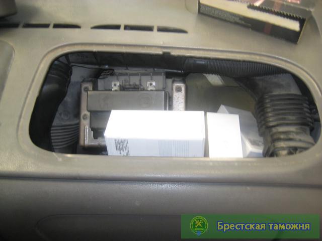 У мужчины забрали автомобиль за спрятанные телефоны