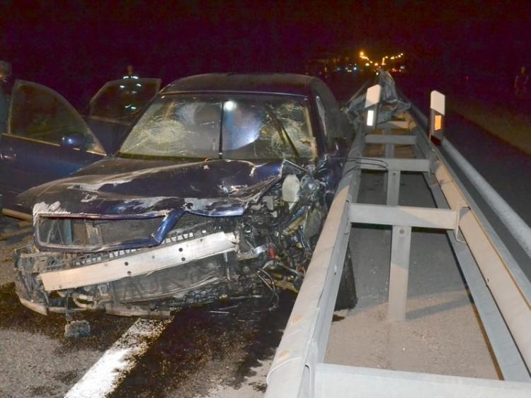 Житель д. Клейники на М1 спровоцировал ДТП, в котором сильно пострадала машина охраны
