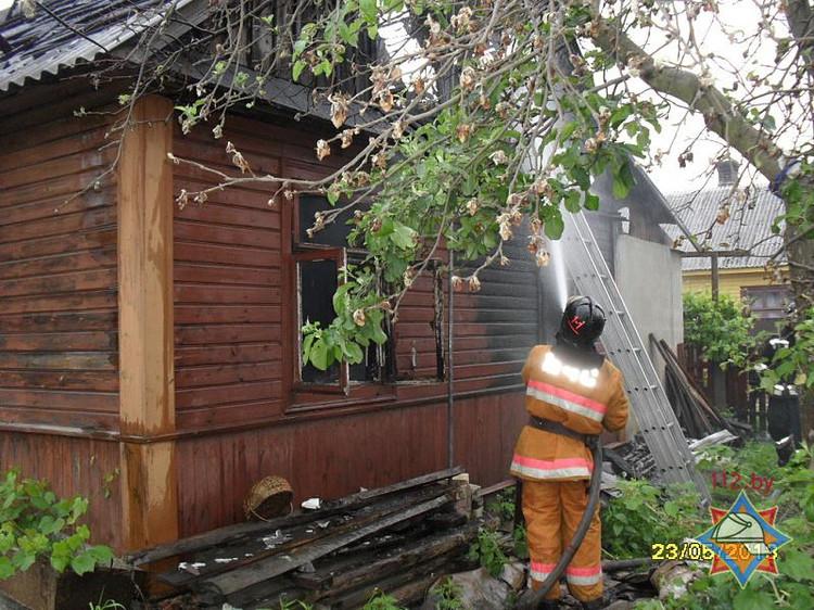 В г. Бресте на ул. Чайковского горел дом