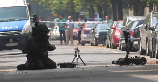 На переходе в Тересполе из-за неизвестного устройства в автомобиле остановили движение