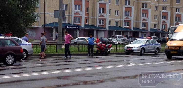 На ул. Суворова задержали мотоциклиста