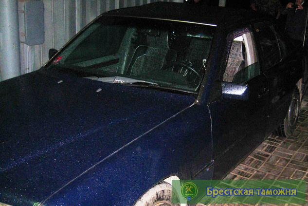 Брестские таможенники изъяли два Mercedes, владельцы оказались братьями