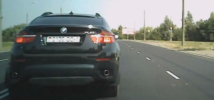 У водителя БМВ, вызвавшего шквал возмущения у брестчан, забрали права