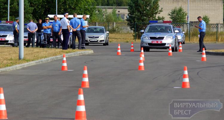 Конкурс инспекторов ГАИ по скоростному маневрированию на легковом автомобиле