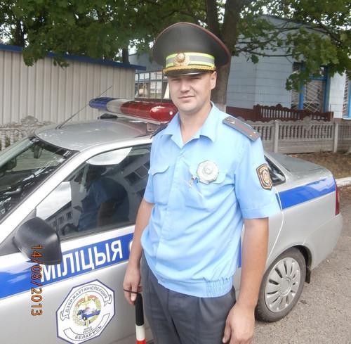 Инспектор ДПС ГАИ прыгнул в мелиоративный канал, чтобы спасти тонущего человека