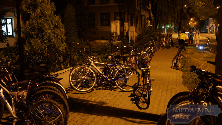 Первую ночную велоэкскурсию в Бресте посетило более 300 человек