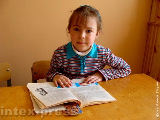 В Барановичах учитель музыки довела до слез четвероклассницу, заставляя слушать гимн