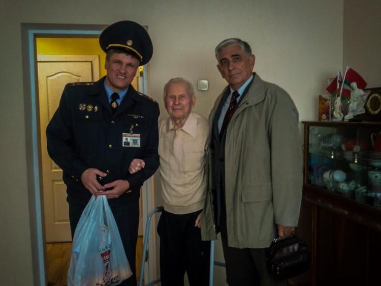 В день пожилых людей милиция поздравляла ветеранов