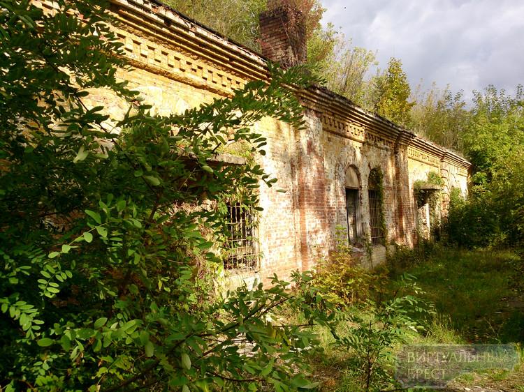 Здания, построенные ещё поляками на территории крепости, находятся в запустении