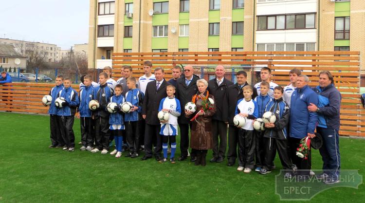 Новую футбольную площадку открыли в СШ № 19 г.Бреста