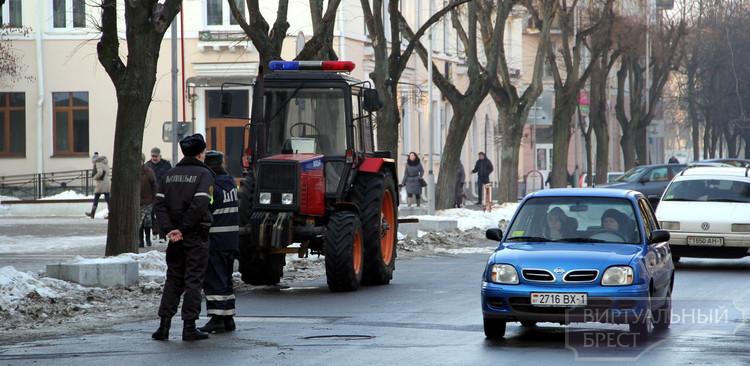 """Сотрудники ДПС ГАИ и милиции проводят """"зачистку"""" автомобилей для уборки снега"""