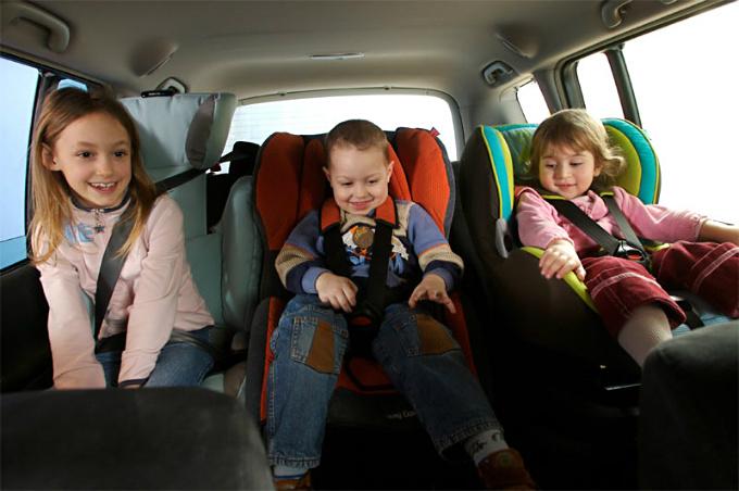 ГАИ усилила контроль за перевозкой детей на заднем сиденье