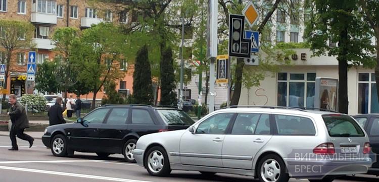 Авария в энергосистеме: в центре нет электричества, не работают светофоры