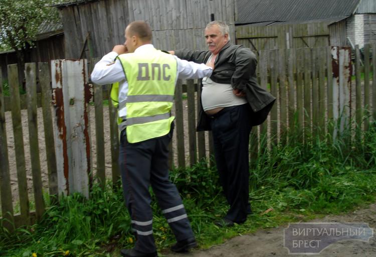В д. Страдечь возник конфликт между местными жителями и сотрудником ГАИ