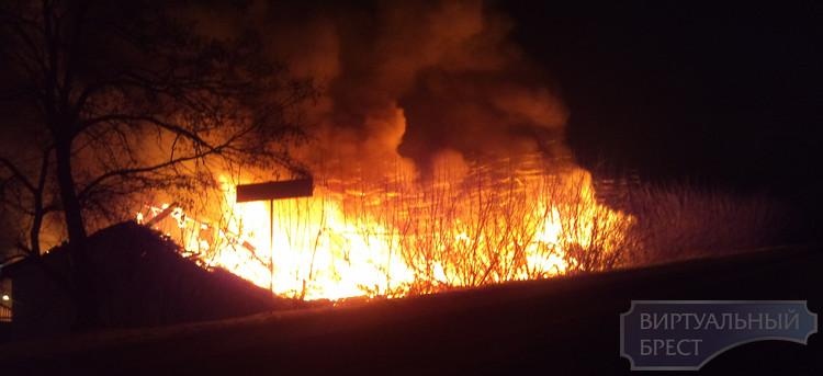 Ночью в гараже по ул. ГОБК сгорело сразу 9 автомобилей