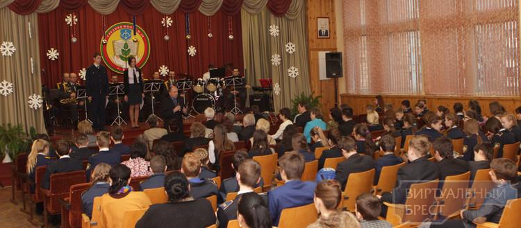 Концерт для ветеранов труда прошёл в СШ № 28