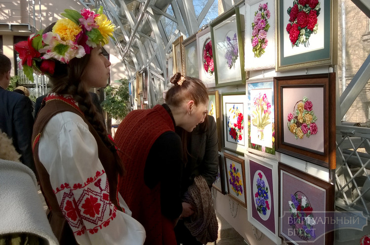 В зимнем саду открылась выставка ремесленников Брестчины