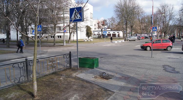Статую-фонарь МЧС на ул. Гоголя демонтировали