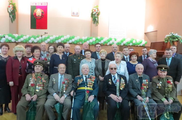Ветеранам продолжают вручать медали «70 лет Победы в ВОВ»