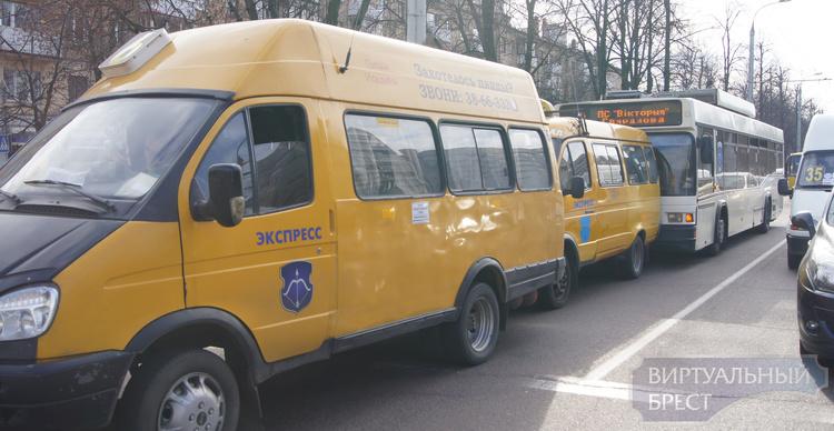 Курьёзное ДТП: троллейбус и два маршрутных такси