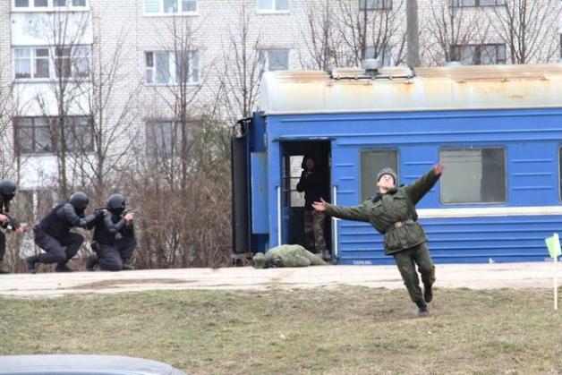 В Барановичах «освобождали заложников»