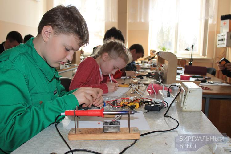 Конкурс знатоков радиоэлектроники прошёл в Бресте