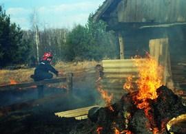 Как сотрудники МЧС спасали деревню Окольник