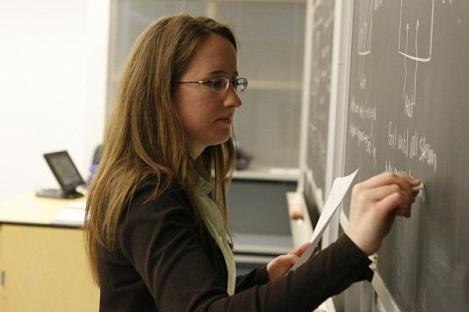 О повышении зарплат учителям: время поддержать кадры?
