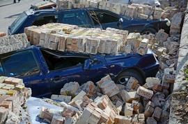 Ураган в Бресте: на чьем балансе была рухнувшая на автомобили кирпичная стена?