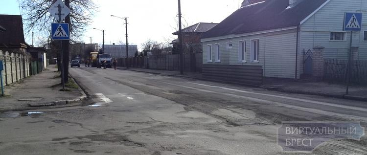 """На ул. Пушкинской начали """"срезать"""" асфальт для ремонта"""