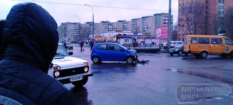 ДТП на Суворова: девушка столкнулась с военным автомобилем