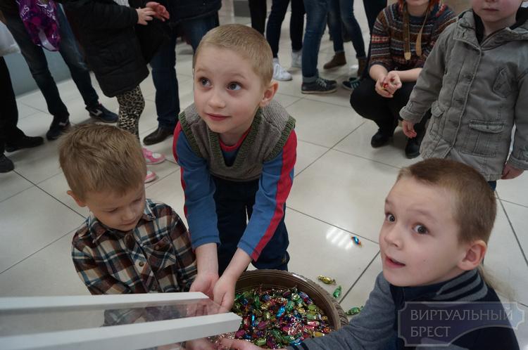 В Бресте открылась первая в мире конфетосточная труба
