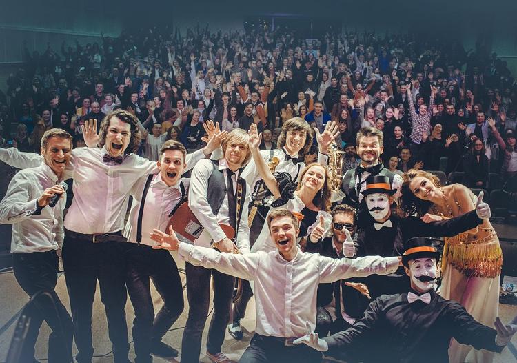 В Бресте выступила группа «МУЗЗАРТ» с «Only dance»