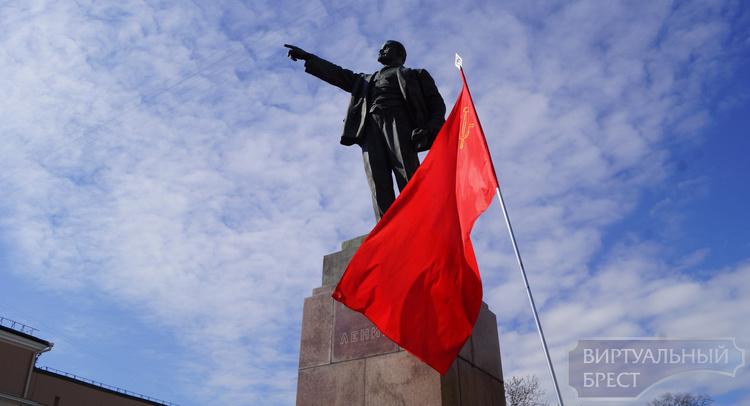 В Бресте возложили цветы к памятнику В.И.Ленина