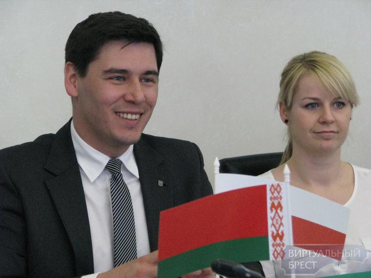 В Брест прибывают зарубежные гости на «Содружество-2015»