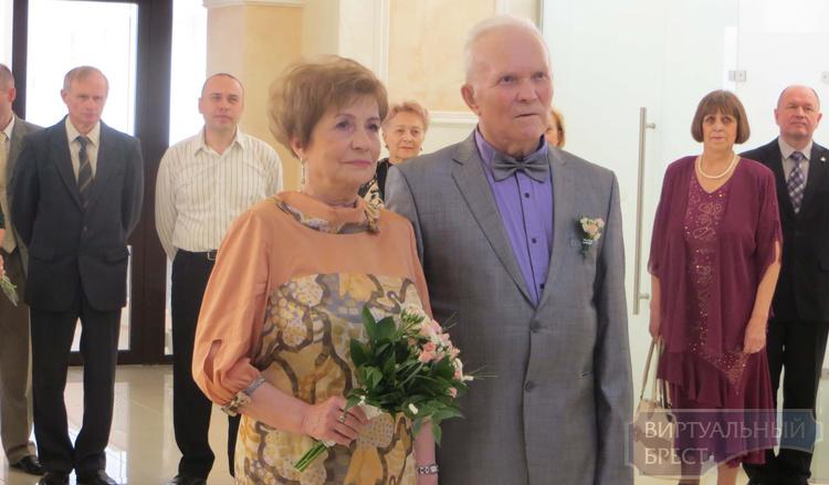 В Бресте состоялось бракосочетание «золотых» юбиляров