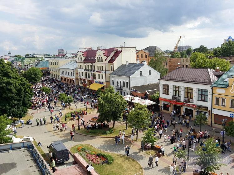 Последний мирный день накануне начала войны (21 июня 2015 г.) реконструировали в Бресте