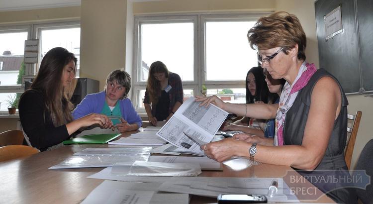 Брестской области нужны учителя и логопеды, а абитуриенты идут в экономисты и IT-шники