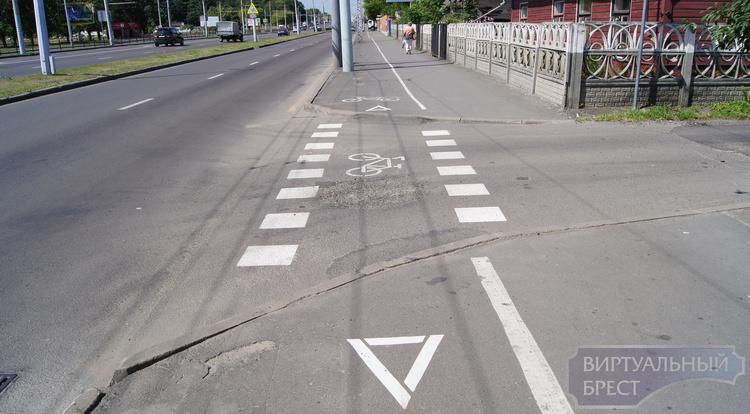 Конфликт велосипедиста и водителя: кто должен уступать?